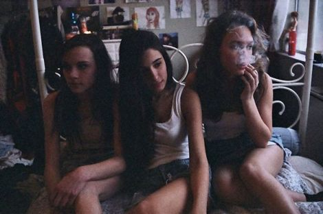 Chicas fumando | Fotografía de Petra Collins
